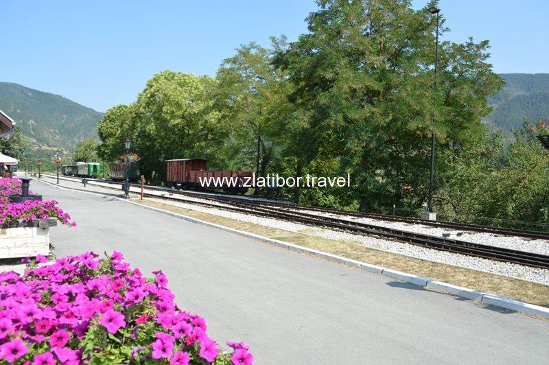 zeleznicka-stanica-sarganske-osmice-na-mokroj-gori-02