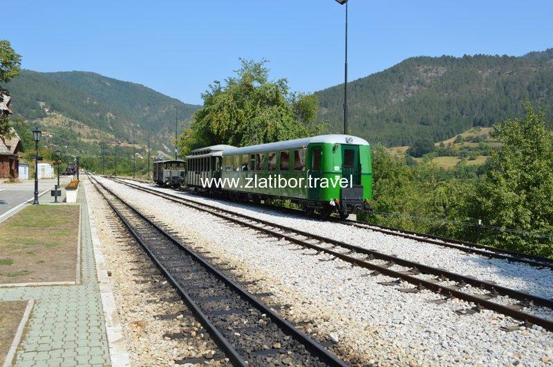 zeleznicka-stanica-sarganske-osmice-na-mokroj-gori-10